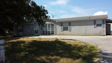 325 Old Colony Rd, Seguin, TX 78155