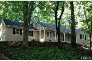 904 Coker Dr, Chapel Hill, NC 27517
