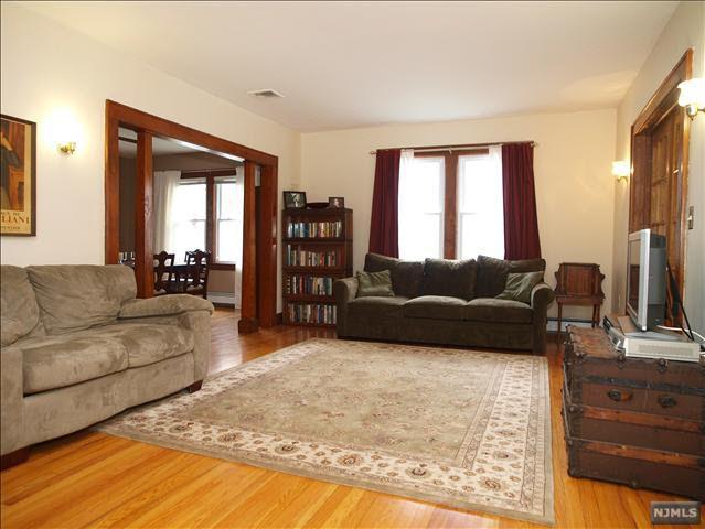 190 Harrington St, Bergenfield, NJ 07621