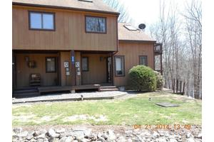 3 Laurel Cir, Lakeville, PA 18438