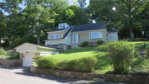 221 Lincoln Park Dr, Syracuse, NY 13203