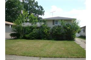 5585 Thomas St, Maple Heights, OH 44137