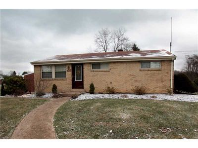 306 Westland Dr, Hempfield Twp - Wml, PA 15601