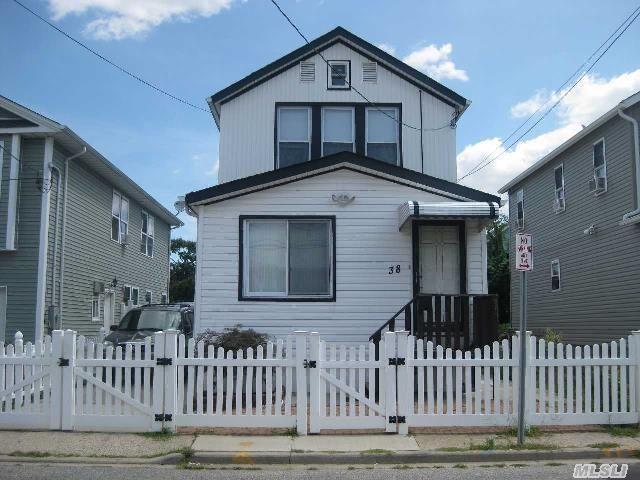 38 Monroe St Inwood, NY 11096