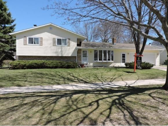 1027 meadow ln fond du lac wi 54935 for Home builders fond du lac wi
