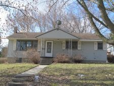 605 Plum St, Decorah, IA 52101