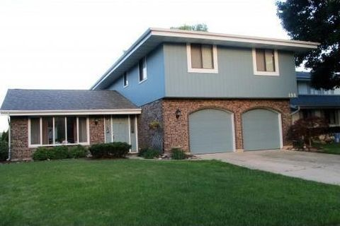 155 Braintree Dr, Bloomingdale, IL 60108