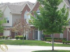8508 Heywood Cir, Sterling Heights, MI 48312