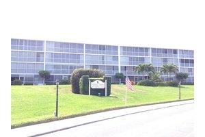 907 Marina Dr Apt 108, North Palm Beach, FL 33408