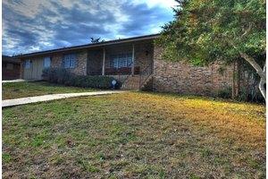 710 Mockingbird Ln, Kerrville, TX 78028
