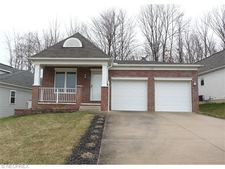 170 Creekside Dr, Garfield Heights, OH 44137