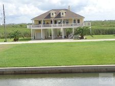 1120 Lagoon Dr, Crystal Beach, TX 77650
