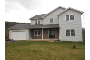 3045 Woods Edge Dr, Bloomsburg, PA 17815