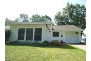 8771 Manorford Dr, Parma Heights, OH 44130
