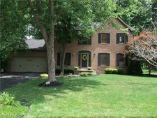312 Deer Creek Trl, Cortland, OH 44410