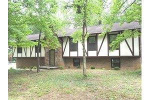 102 Brentwood Dr, Oak Ridge, TN 37830