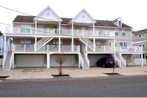328 E 25th Ave Apt E, North Wildwood, NJ 08260