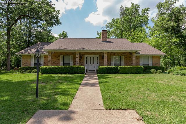 2100 groveshire dr huntsville tx 77340 home for sale and real estate listing