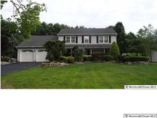 4 Northwood Cir, Manalapan, NJ 07726