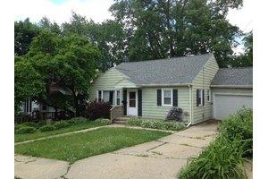 407 Crawford Ave, Dixon, IL 61021