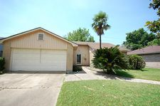 2710 S Brompton Dr, Pearland, TX 77584