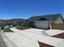 879 Crystal Dr, Eagle Point, OR 97524