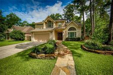 26 Lucky Leaf Ct, The Woodlands, TX 77381