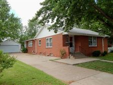 715 W 8th St, Larned, KS 67550