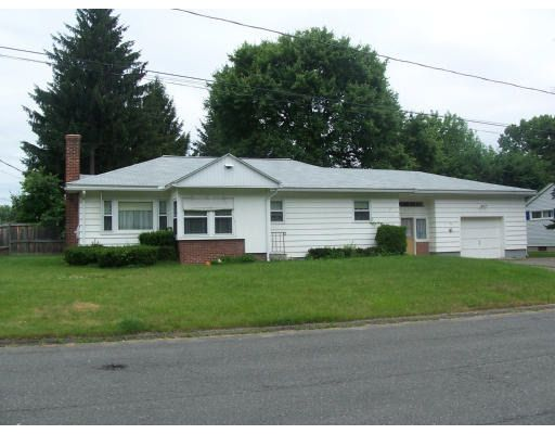 109 Meadowbrook Rd, Holyoke, MA 01040
