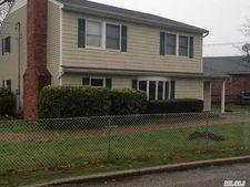 109 Woodlawn Ave, Oakdale, NY 11769
