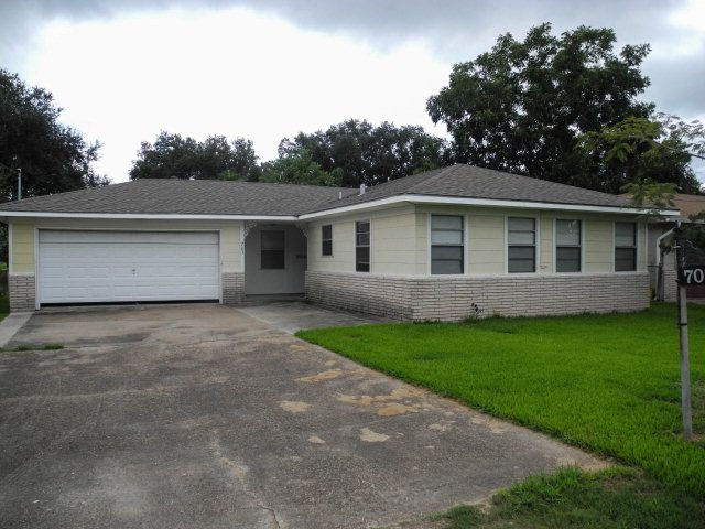 703 s 8th st nederland tx 77627 home for sale and real estate listing