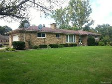 28434 W Greenmeadow Cir, Farmington Hills, MI 48334