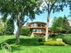 10765 Oxbow Lakeshore Dr, White Lake, MI 48386