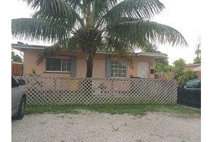 630 E 61st St, Hialeah, FL 33013
