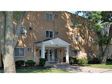 6700 Larchmont Dr Unit 1, Mayfield Heights, OH 44124