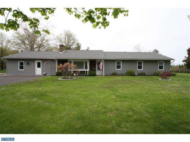 8 S County Line Rd, Telford, PA 18969
