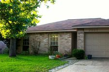 2927 Helmsley Dr, Pearland, TX 77584