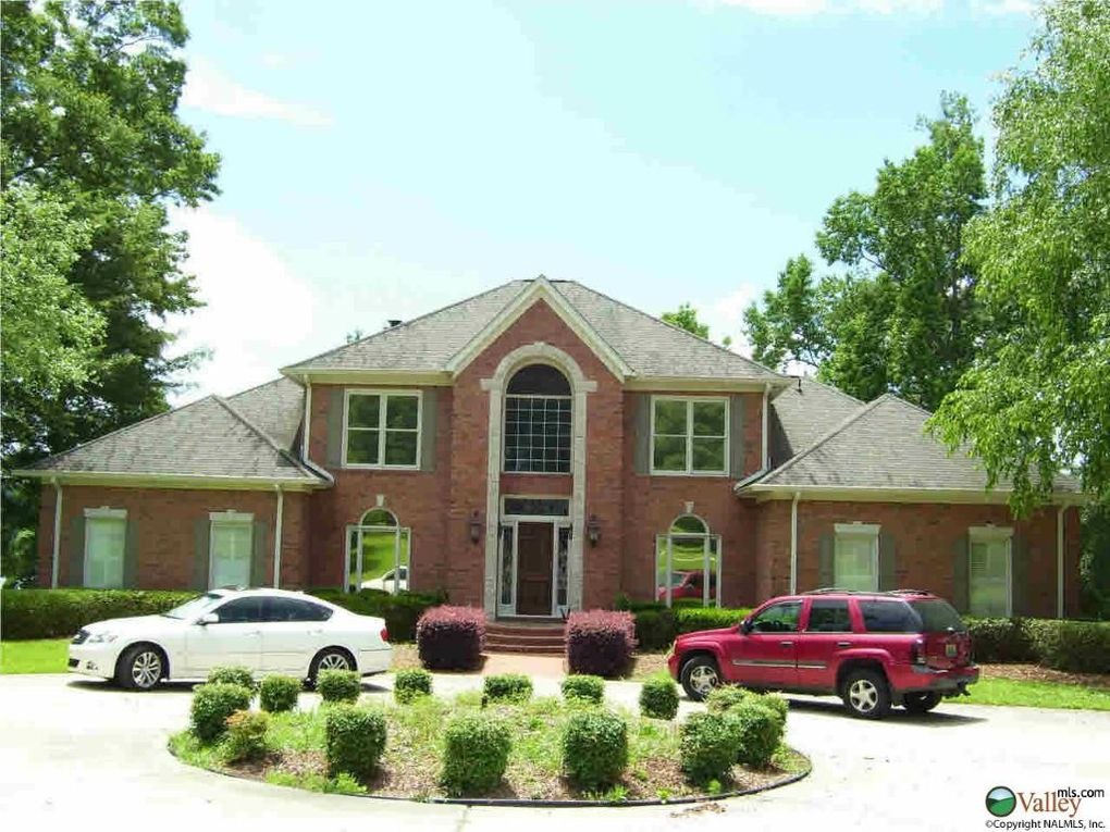 15139 Waters Edge Dr, Northport, AL 35475