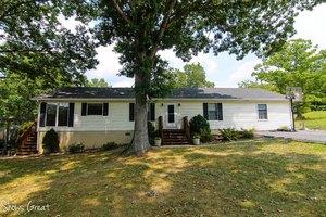 4741 Green Acres Dr, Salem, VA 24153