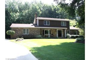 2255 Chimney Ridge Dr, Madison, OH 44057