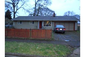 285 W Gloucester St, Gladstone, OR 97027