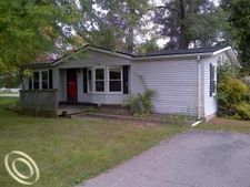 9176 Butternut Rd, Whitmore Lake, MI 48189
