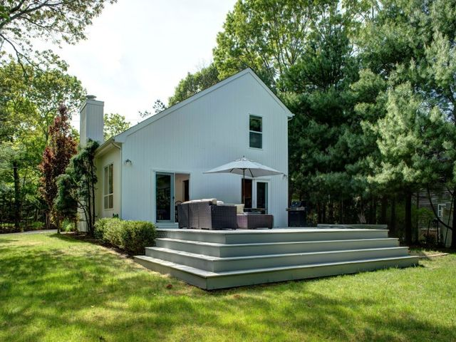 17 country ln east hampton ny 11937 home for sale and for Homes for sale east hampton ny