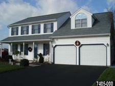 109 Summer House Ln, York, PA 17408