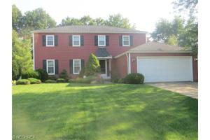 26965 Greenbrooke Dr, Olmsted Falls, OH 44138