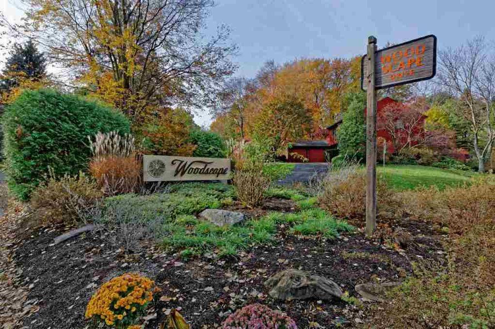 201 Woodscape Dr, Albany, NY 12203
