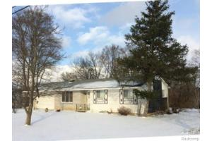 1010 Porter Rd, White Lake Twp, MI 48383