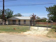 350 E Salinas St, Dilley, TX 78017