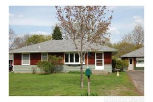 8921 Grospoint Ave S, Cottage Grove, MN 55016