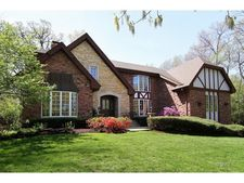 133 Indianwood Ln, Indian Head Park, IL 60525